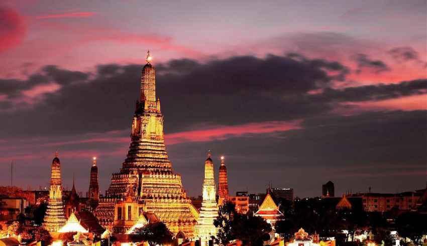 Wat Arun Tempel der Morgenröte Bangkok Thailand Sehenswürdigkeiten