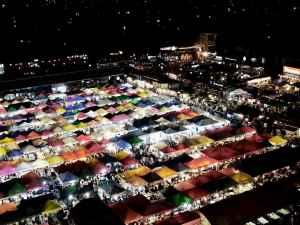 Top Sehenswürdigkeit 8: Rod Fai Nightmarkt - Der beste Einstieg ins Thema Nachtmärkte