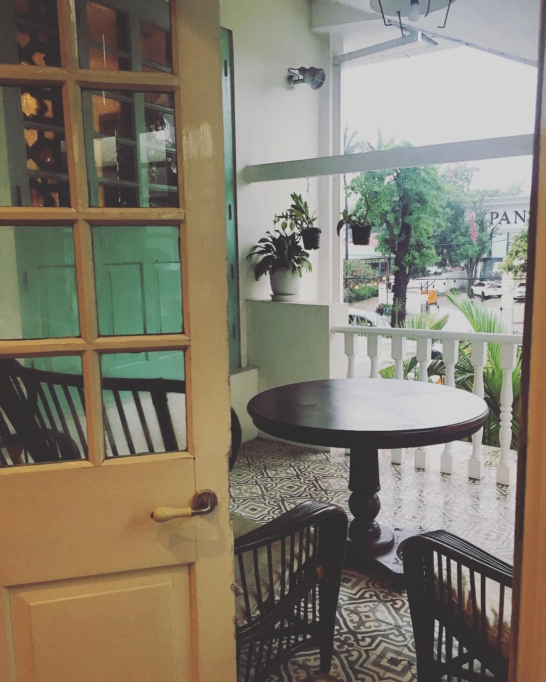 Acacia tea salon tolle kuchen und der beste tee the food for Acacia salon amherstburg
